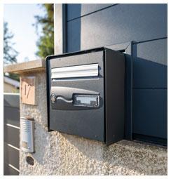 Découpe de boite aux lettres avec portail
