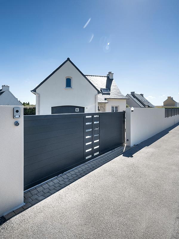 Portail coulissant Glazik aluminium contemporain