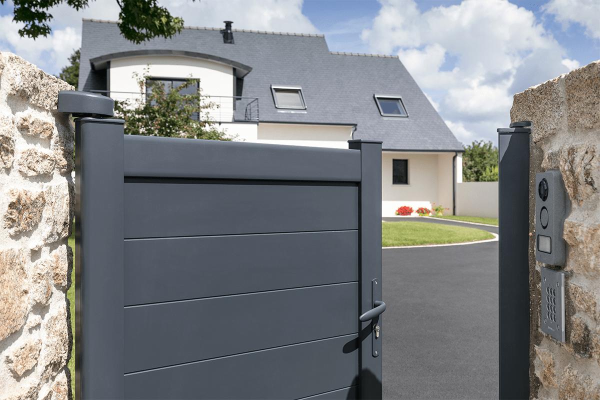 Le portillon aluminium, du cachet à votre entrée