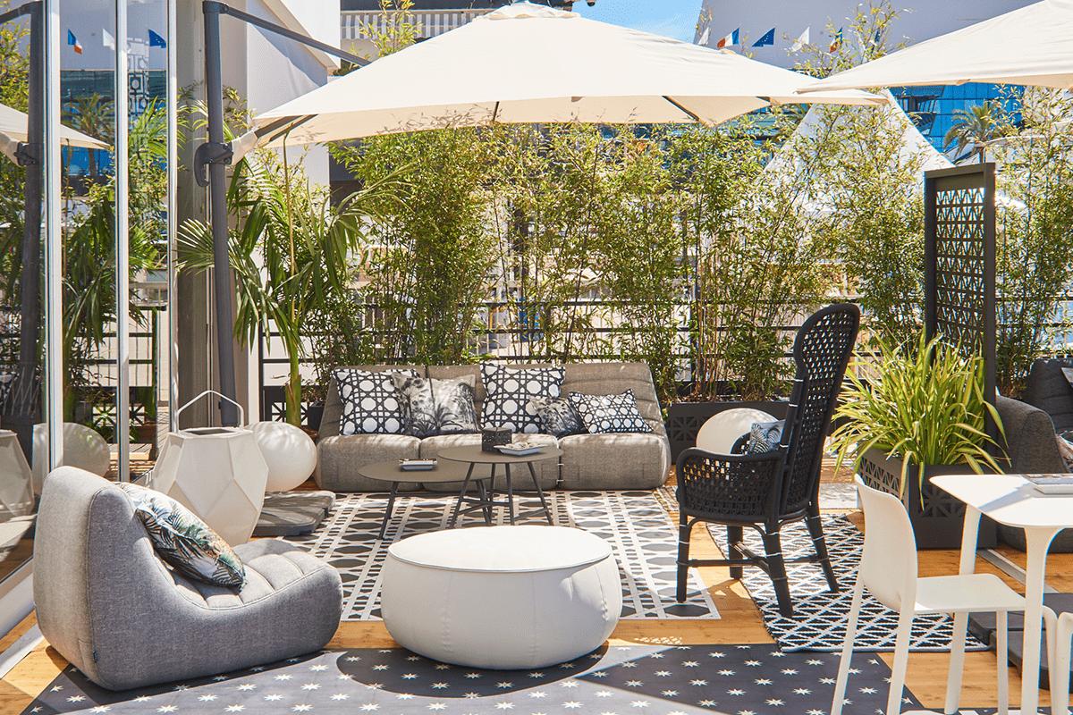 Le décor créé pour l'agencement du patio CANAL+
