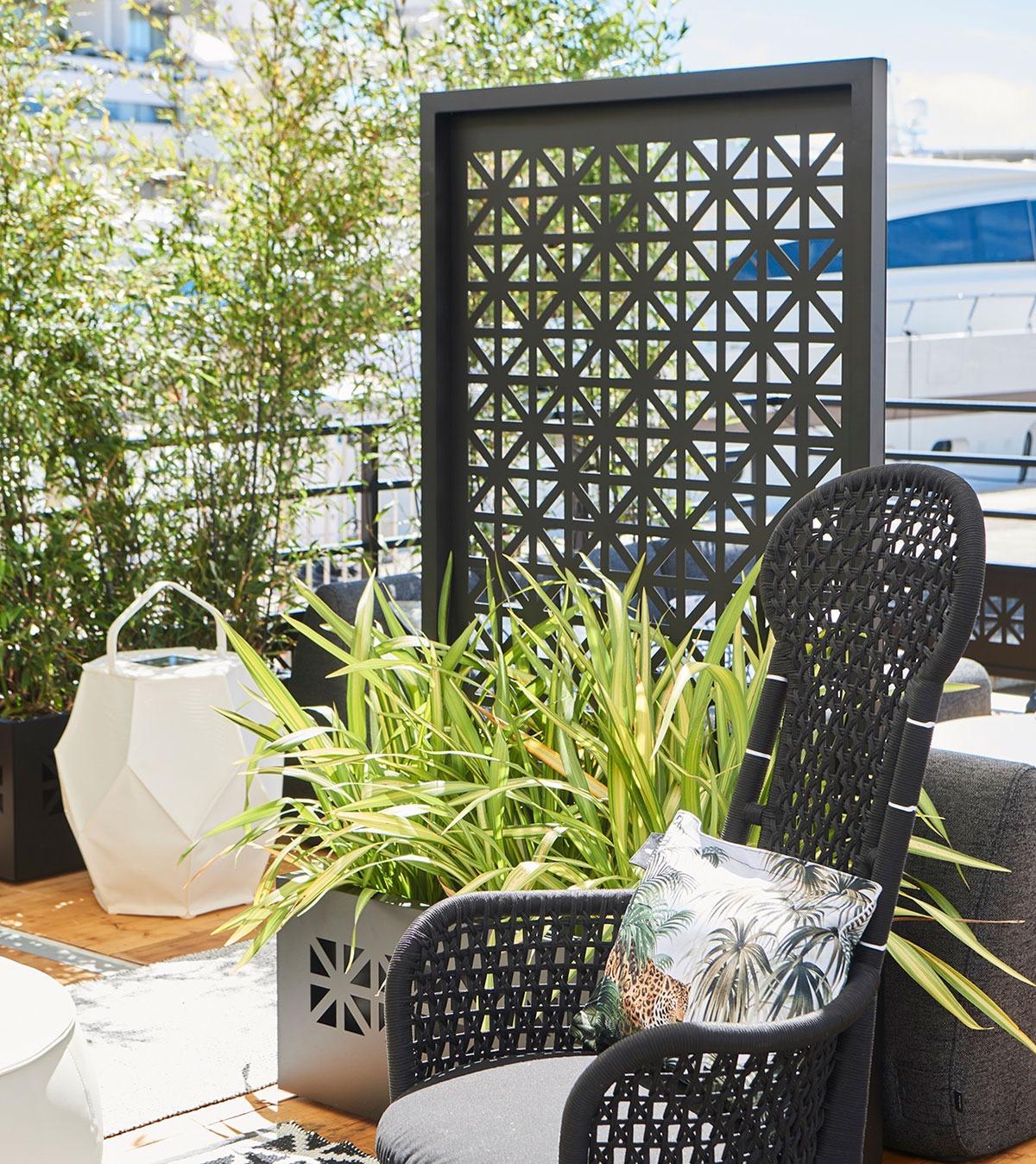Habillage de jardinières en aluminium décor Sinema